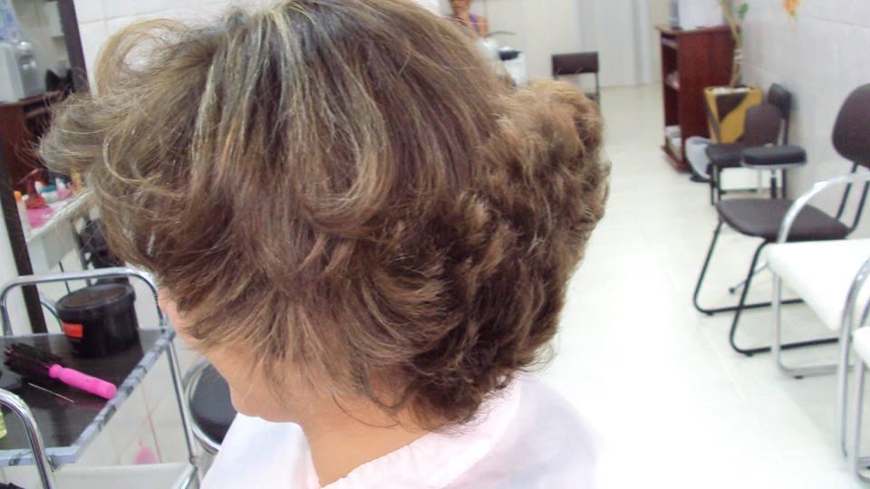 base natural e luzes cabeleireiro(a) maquiador(a)