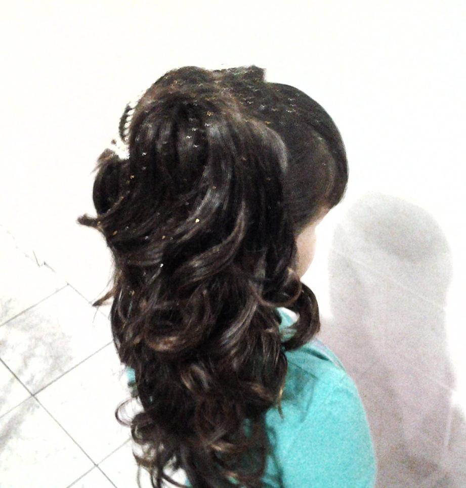 noivinha  cabelo  cabeleireiro(a) massoterapeuta barbeiro(a) aromaterapeuta depilador(a) designer de sobrancelhas esteticista massagista stylist terapeuta visagista docente / professor(a) supervisor(a)