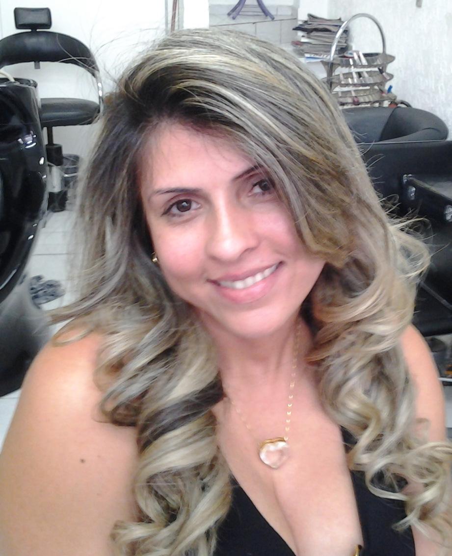 escova cabeleireiro(a) massoterapeuta barbeiro(a) aromaterapeuta depilador(a) designer de sobrancelhas esteticista massagista stylist terapeuta visagista docente / professor(a) supervisor(a)