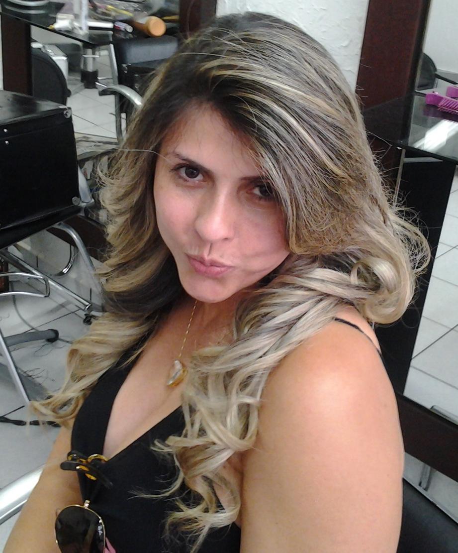 cachos  cabelo  cabeleireiro(a) massoterapeuta barbeiro(a) aromaterapeuta depilador(a) designer de sobrancelhas esteticista massagista stylist terapeuta visagista docente / professor(a) supervisor(a)