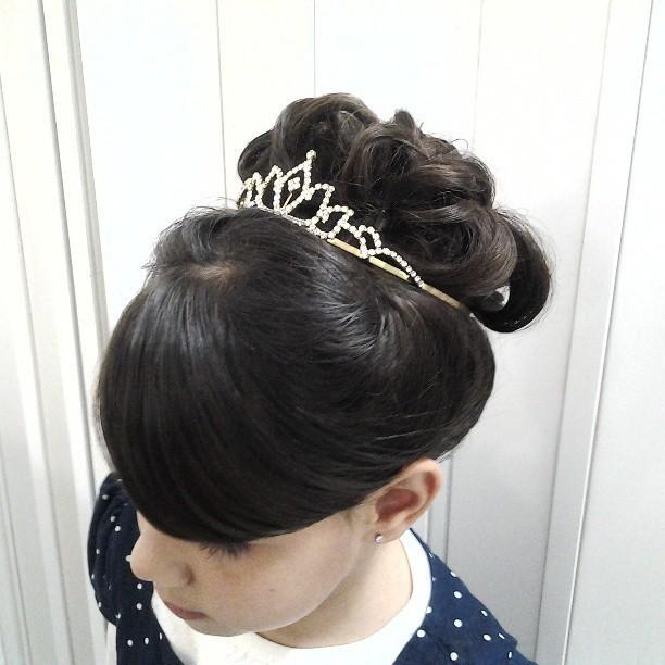 penteado noivinha  cabelo  cabeleireiro(a) massoterapeuta barbeiro(a) aromaterapeuta depilador(a) designer de sobrancelhas esteticista massagista stylist terapeuta visagista docente / professor(a) supervisor(a)