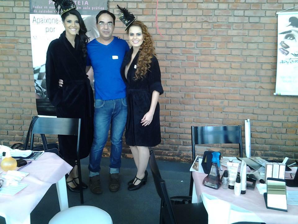 penteados cabeleireiro(a) massoterapeuta barbeiro(a) aromaterapeuta depilador(a) designer de sobrancelhas esteticista massagista stylist terapeuta visagista docente / professor(a) supervisor(a)