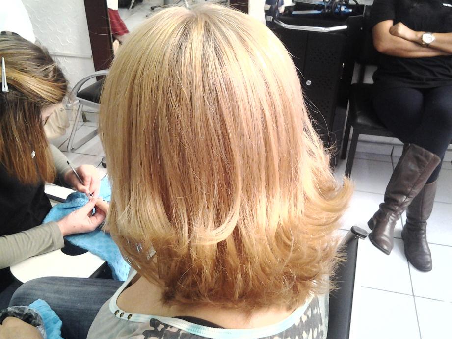 coloraçao corte e escova cabeleireiro(a) massoterapeuta barbeiro(a) aromaterapeuta depilador(a) designer de sobrancelhas esteticista massagista stylist terapeuta visagista docente / professor(a) supervisor(a)