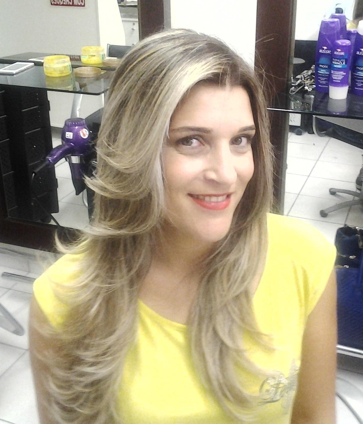 mechas corte e escova cabeleireiro(a) massoterapeuta barbeiro(a) aromaterapeuta depilador(a) designer de sobrancelhas esteticista massagista stylist terapeuta visagista docente / professor(a) supervisor(a)