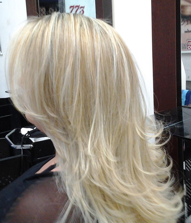 mechas corte e escova  obs: retirando o amarelo com mechas cabeleireiro(a) massoterapeuta barbeiro(a) aromaterapeuta depilador(a) designer de sobrancelhas esteticista massagista stylist terapeuta visagista docente / professor(a) supervisor(a)