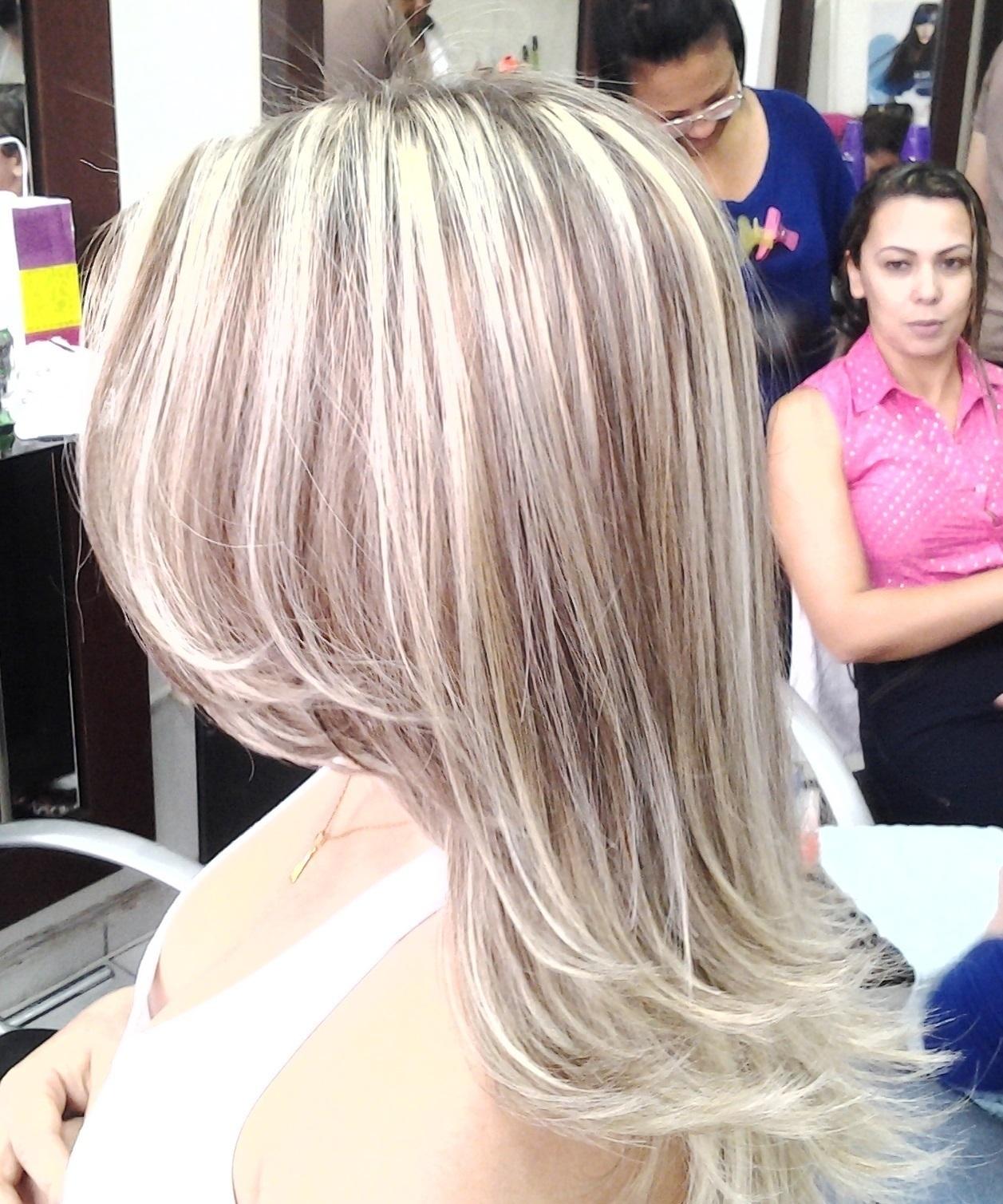 mechas corte e escova  obs:tirando o amarelo com mechas cabeleireiro(a) massoterapeuta barbeiro(a) aromaterapeuta depilador(a) designer de sobrancelhas esteticista massagista stylist terapeuta visagista docente / professor(a) supervisor(a)