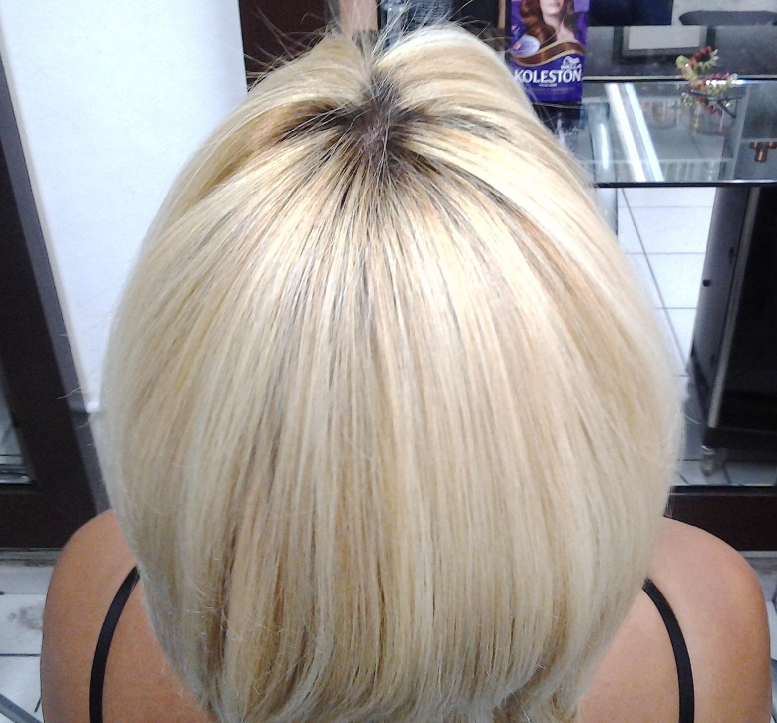Cabelo curto loiro  cabelo  cabeleireiro(a) massoterapeuta barbeiro(a) aromaterapeuta depilador(a) designer de sobrancelhas esteticista massagista stylist terapeuta visagista docente / professor(a) supervisor(a)