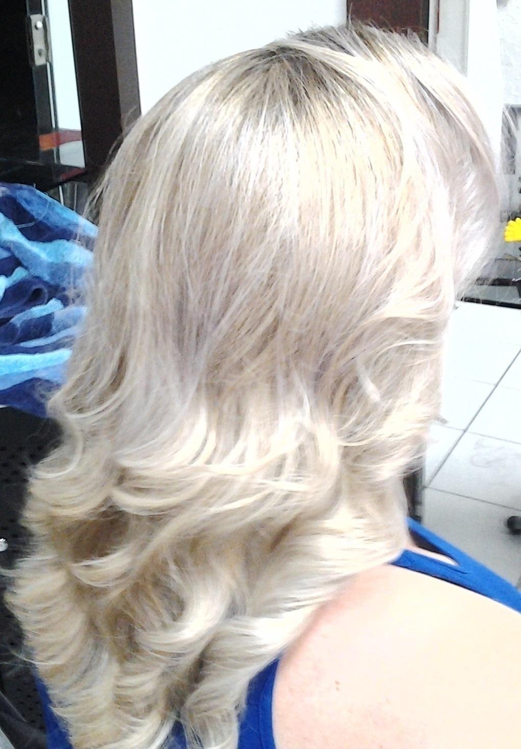 segunda etapa platinando as mechas  corte e escova cabeleireiro(a) massoterapeuta barbeiro(a) aromaterapeuta depilador(a) designer de sobrancelhas esteticista massagista stylist terapeuta visagista docente / professor(a) supervisor(a)