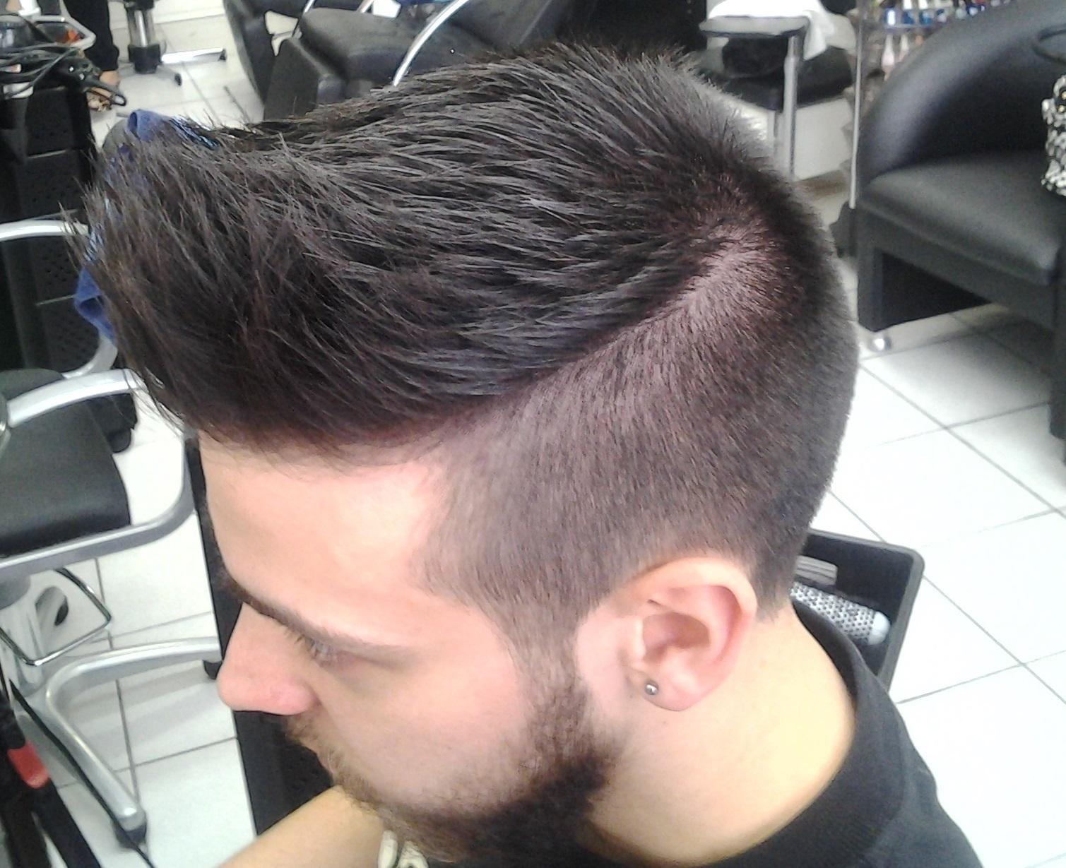 corte e escova cabeleireiro(a) massoterapeuta barbeiro(a) aromaterapeuta depilador(a) designer de sobrancelhas esteticista massagista stylist terapeuta visagista docente / professor(a) supervisor(a)