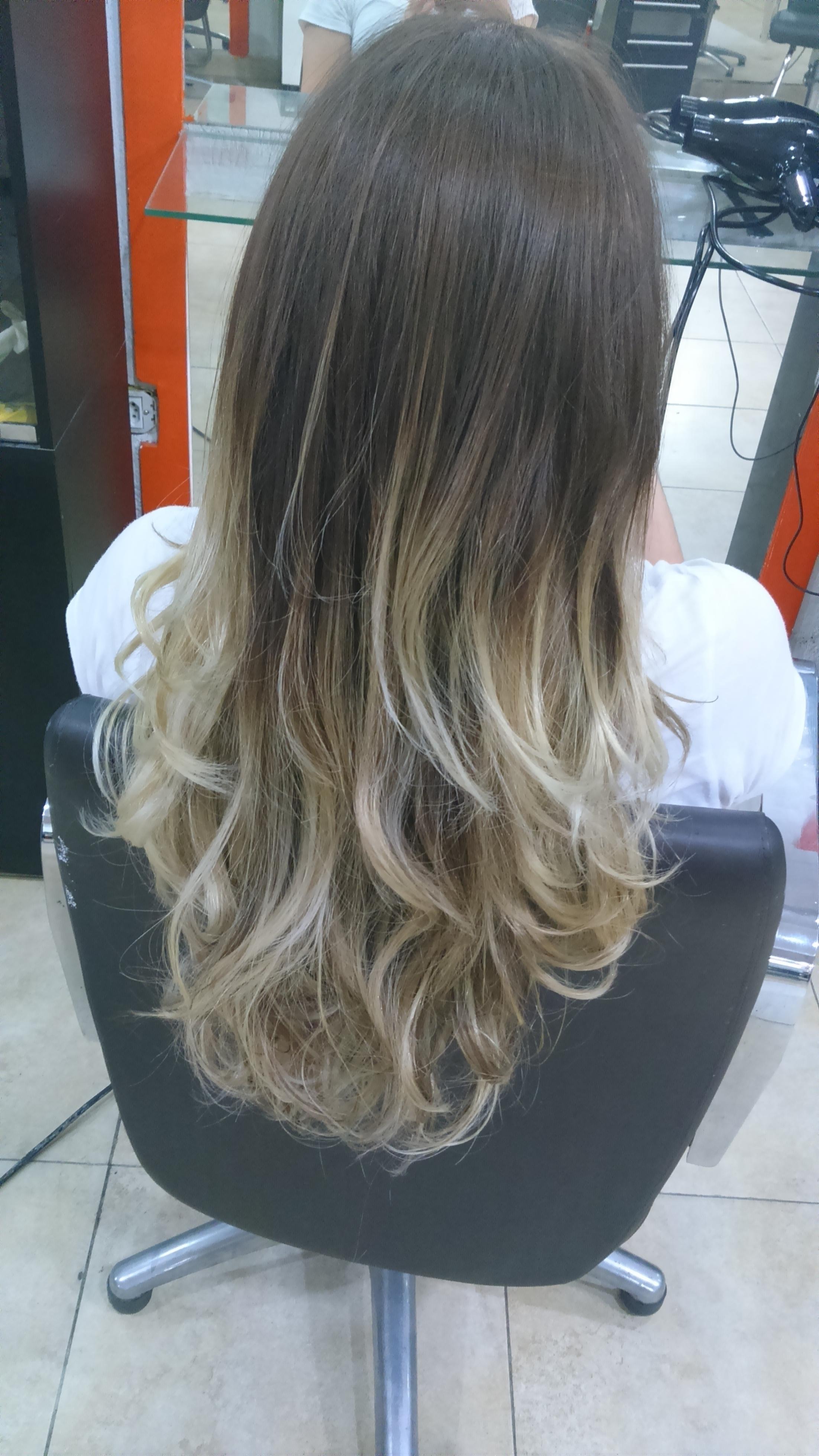 Luzes Californianas  cabeleireiro(a) maquiador(a)