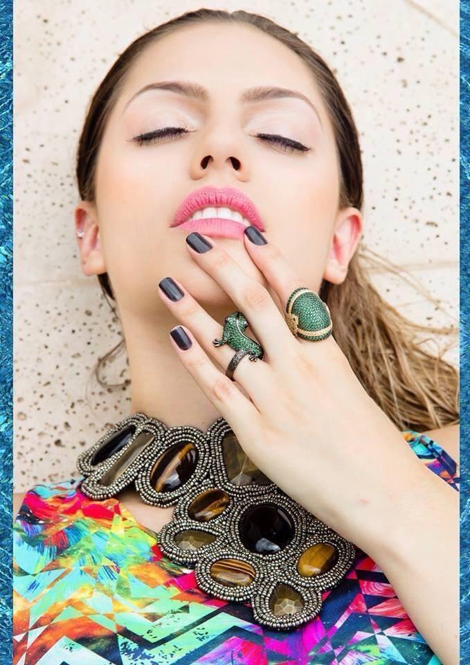 Ensaio Fotográfico para site Maquiagem e cabelo feitos por mim ensaio realizados para divulgar joias maquiagem maquiador(a) cabeleireiro(a)