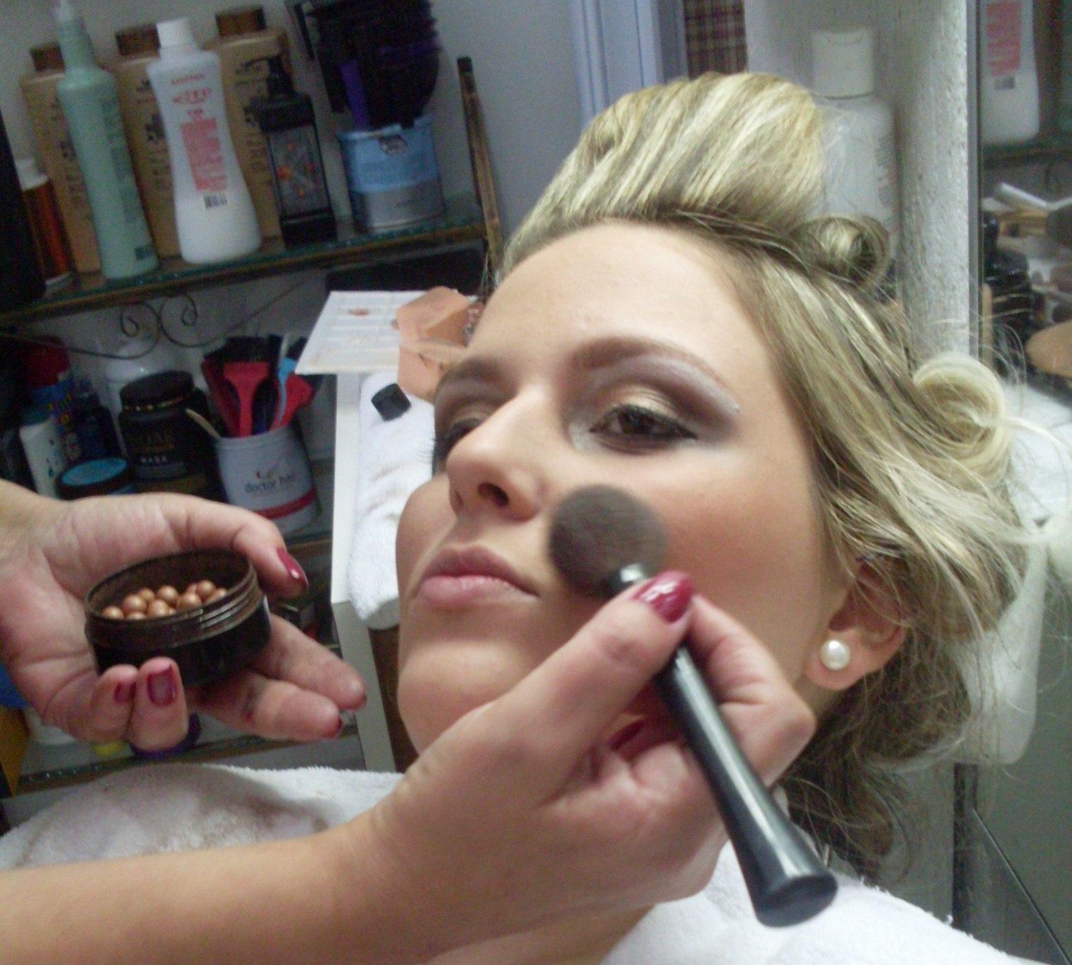 CABELO  E MAKE  cabeleireiro(a) maquiador(a)