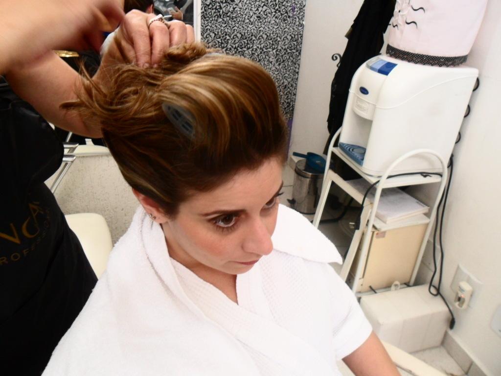 NOIVA cabeleireiro(a) maquiador(a)