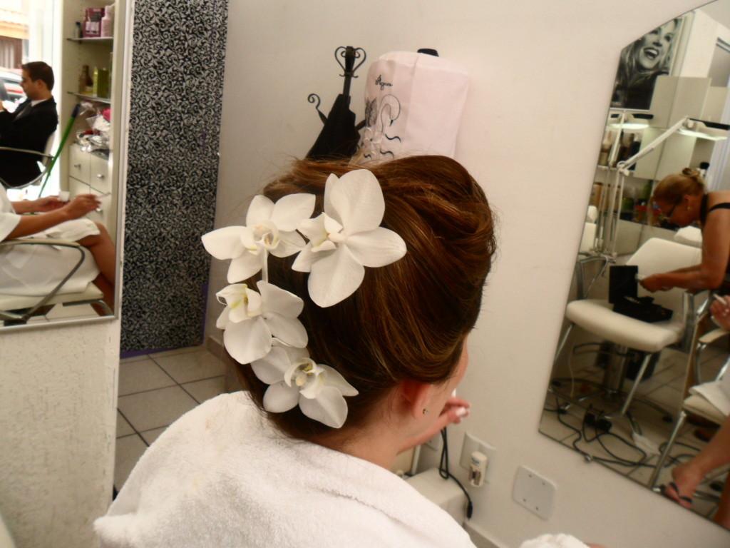 noiva cabelo  cabeleireiro(a) maquiador(a)
