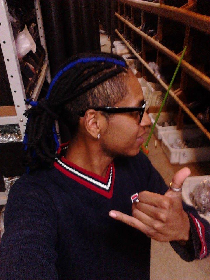 Dreads de Linha Dreads utilizando linha de tricô. cabeleireiro(a)