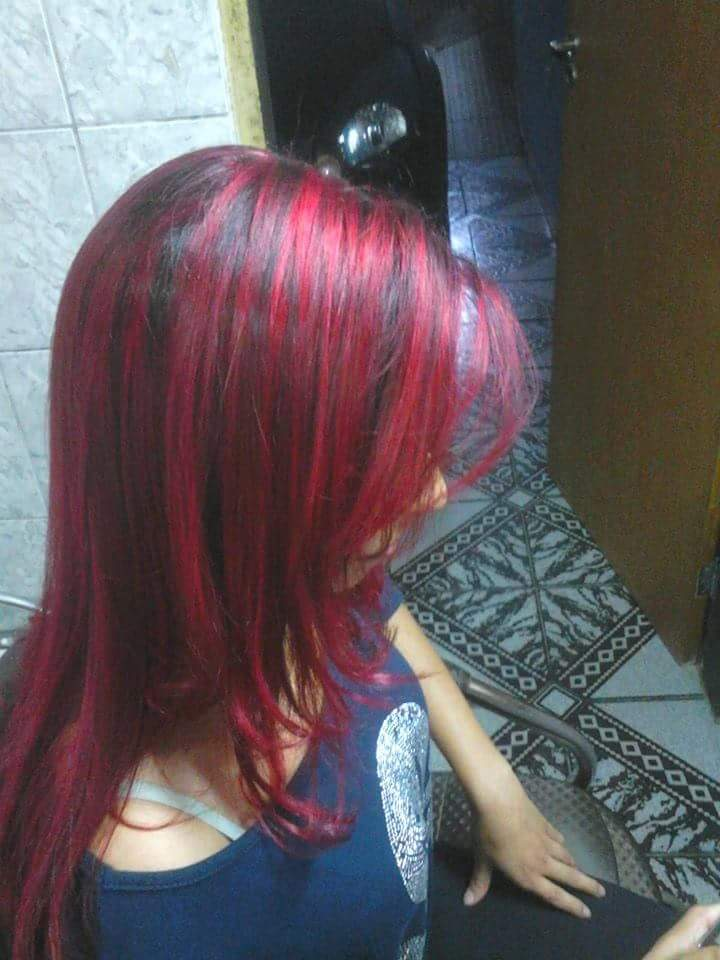 Mechas vermelhas cabeleireiro(a) vendedor(a)