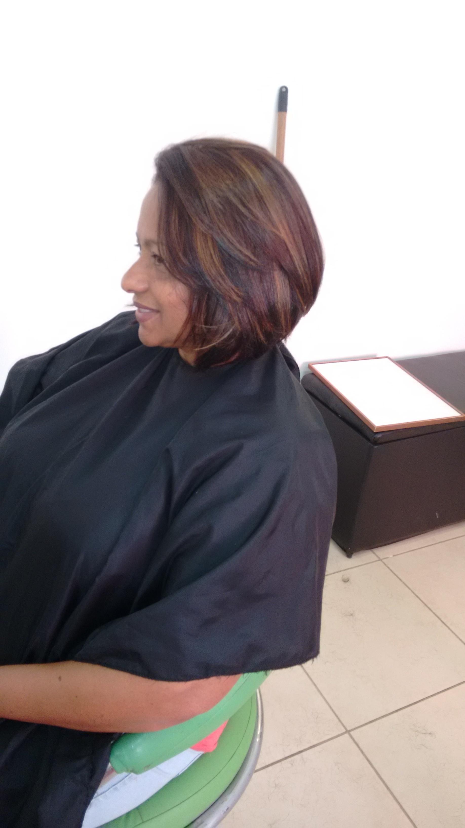 Mechas e corte cabeleireiro(a) vendedor(a)