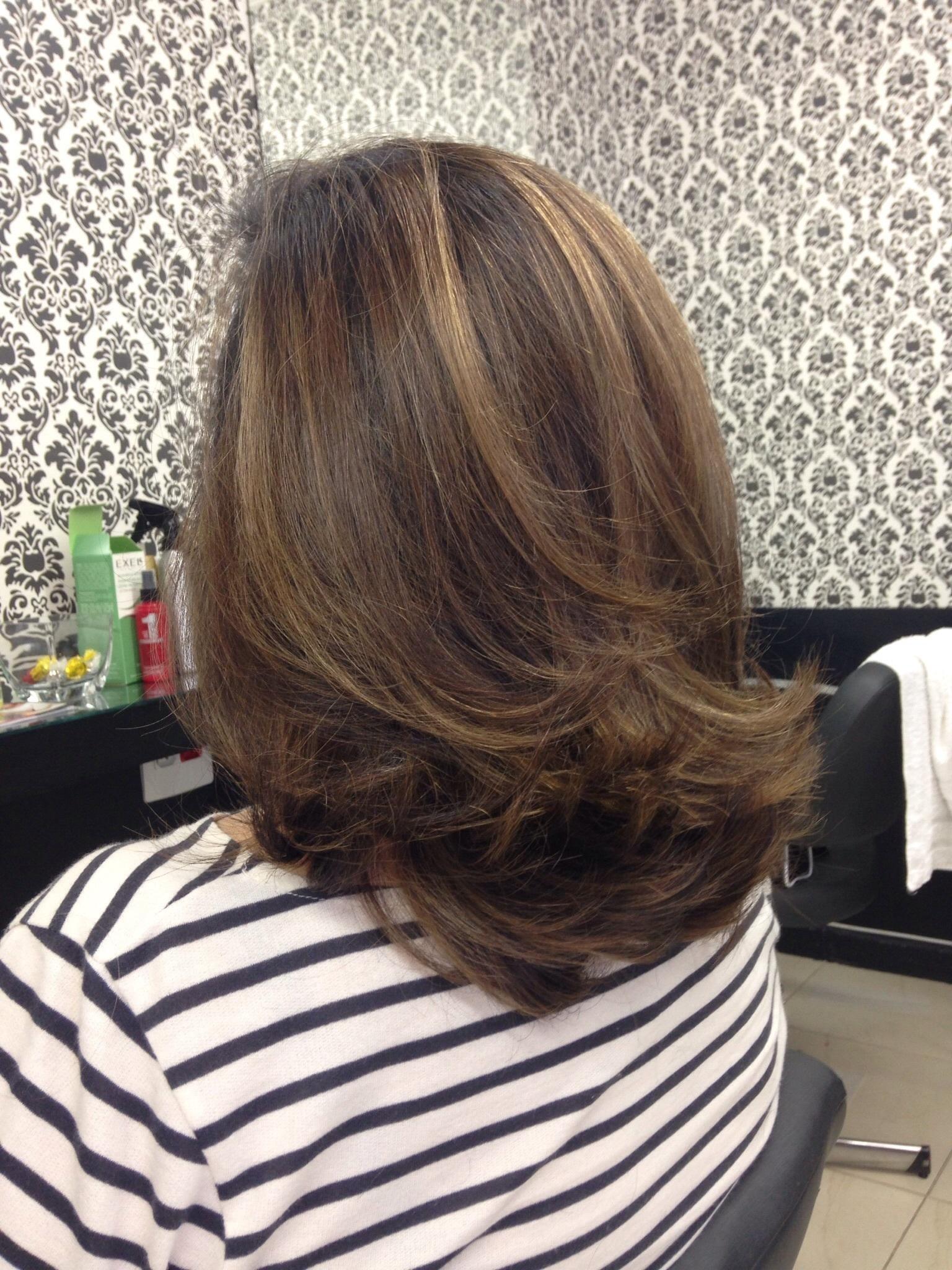 Mechas, corte e escova cabelo maquiador(a) cabeleireiro(a) designer de sobrancelhas empresário(a) / dono de negócio micropigmentador(a)