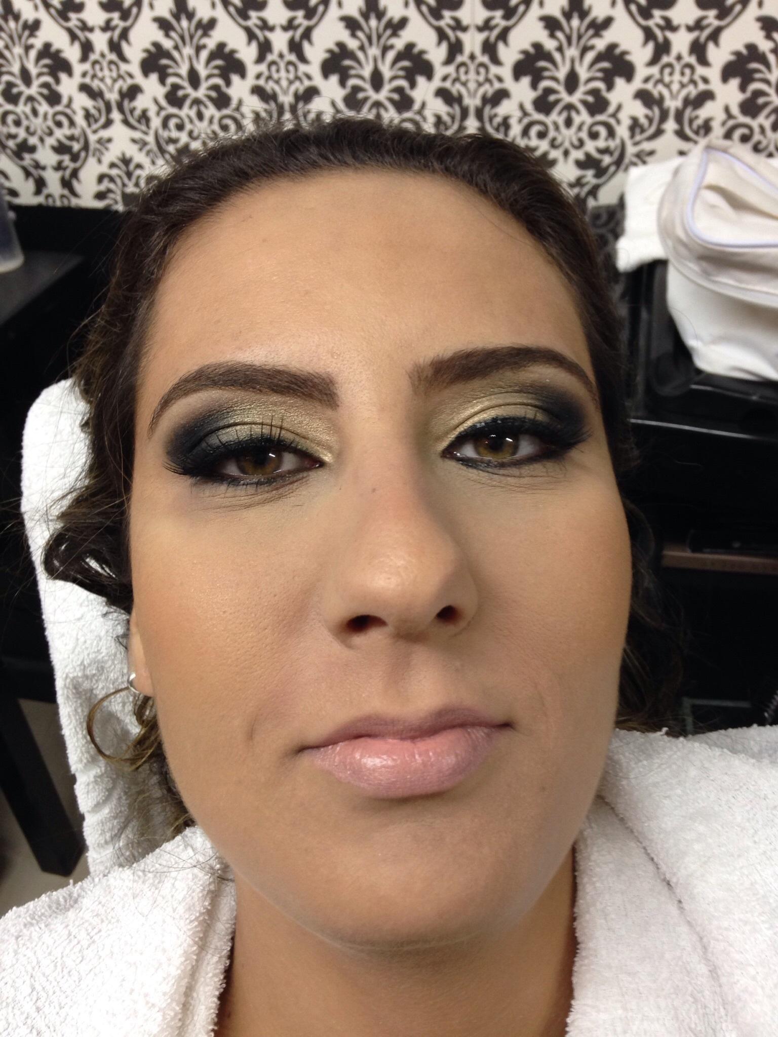 Maquiagem festa Make para festa maquiagem  maquiador(a) cabeleireiro(a) designer de sobrancelhas empresário(a) / dono de negócio micropigmentador(a)