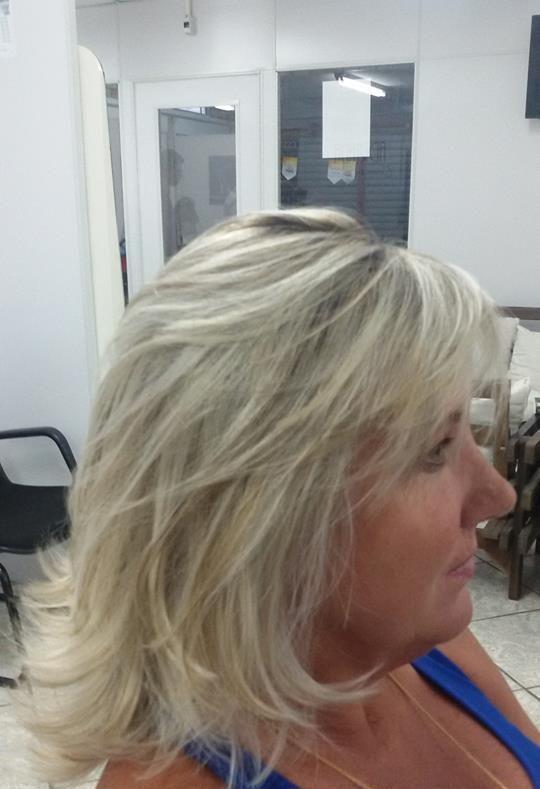 Loiro cabelo  cabeleireiro(a)