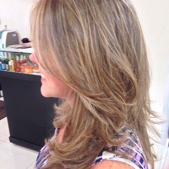 Mechas  cabelo  cabeleireiro(a) designer de sobrancelhas maquiador(a) stylist / visagista dermopigmentador(a)