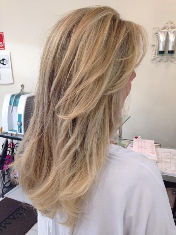 Loiro  cabelo  cabeleireiro(a) designer de sobrancelhas maquiador(a) stylist / visagista dermopigmentador(a)