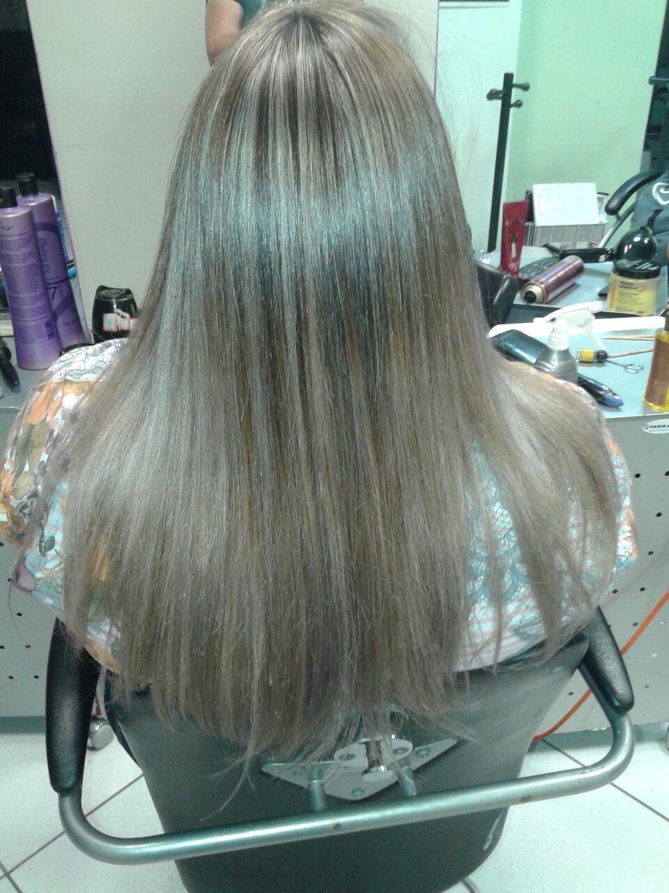 Bruna Oliveira Mecha e progressiva!  auxiliar cabeleireiro(a) maquiador(a) designer de sobrancelhas