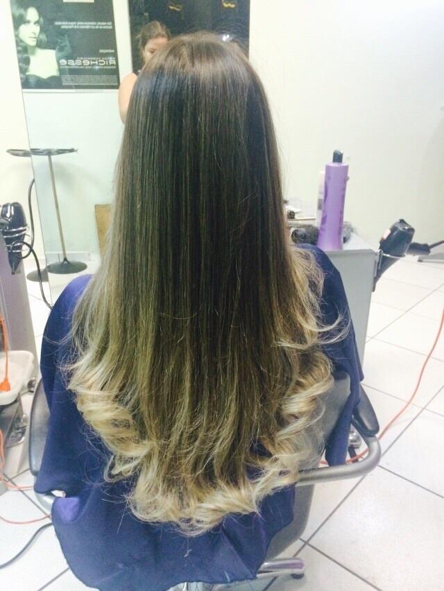 Isabela Californiana e escova!  cabelo auxiliar cabeleireiro(a) maquiador(a) designer de sobrancelhas