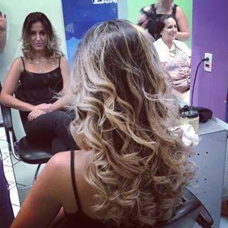 Caroline Técnica Ombre Hair e prancha modelada!  Ombre hair  cabelo  auxiliar cabeleireiro(a) maquiador(a) designer de sobrancelhas