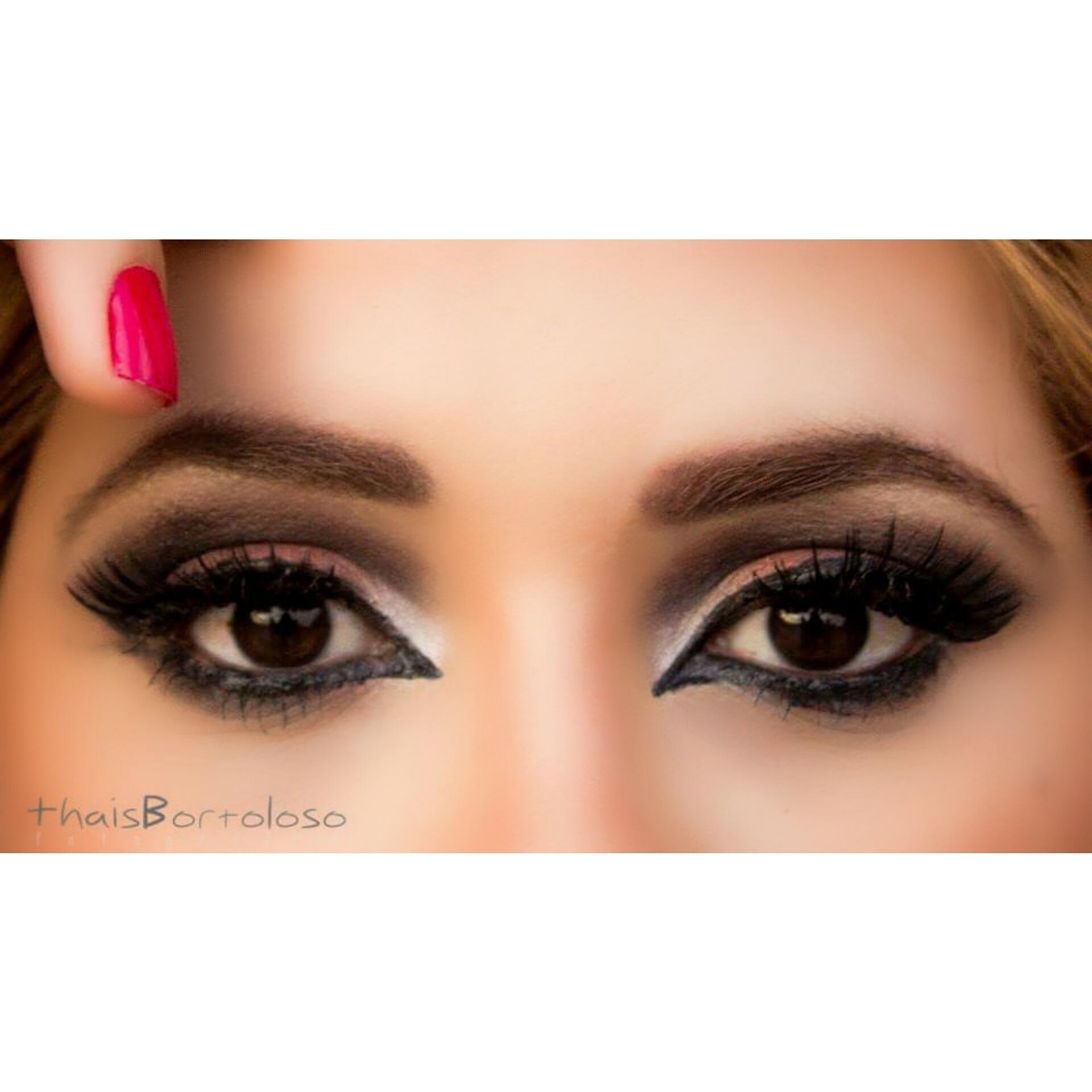 Olhos marcantes  maquiagem  maquiador(a)