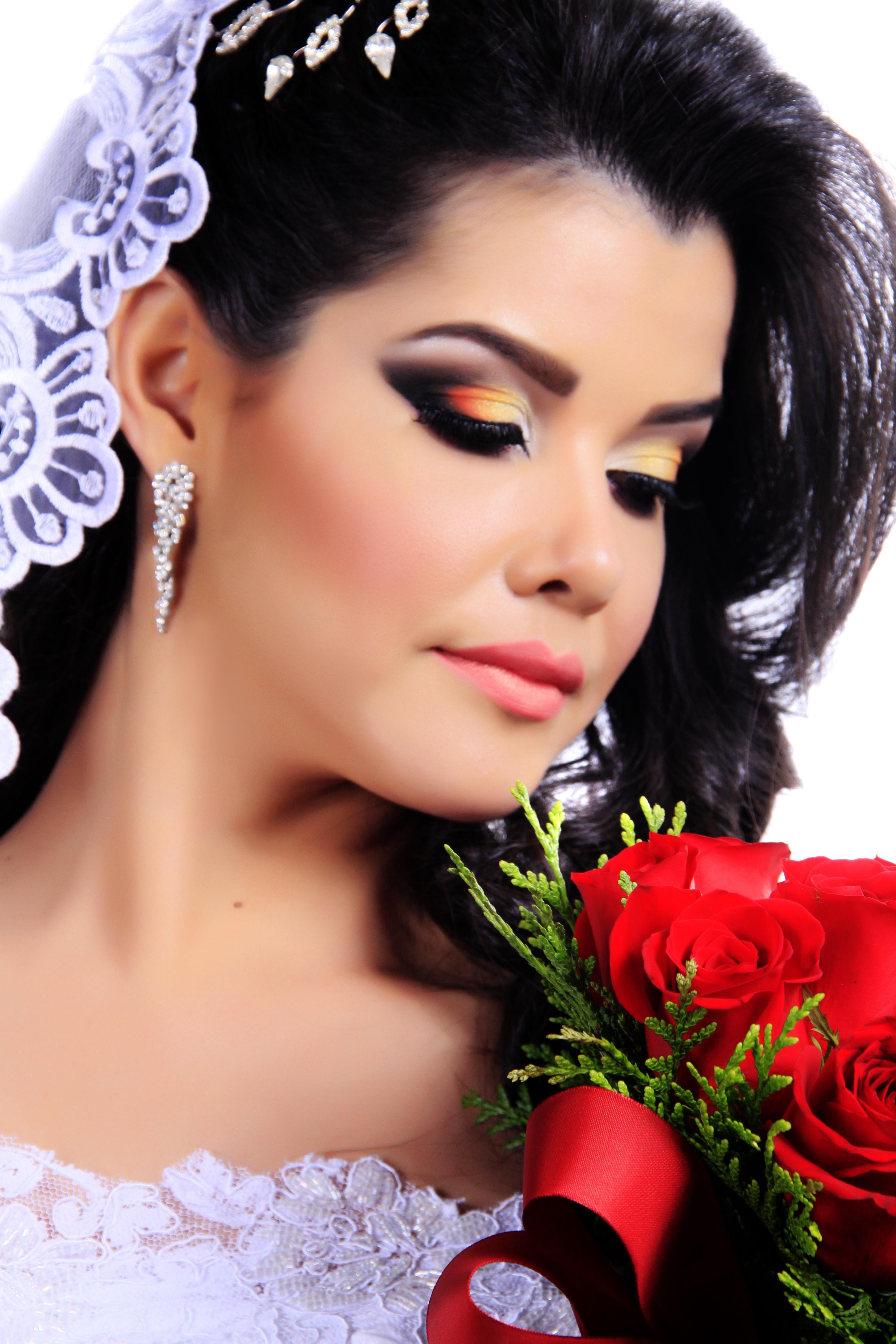 Noiva  maquiagem  auxiliar cabeleireiro(a) maquiador(a) designer de sobrancelhas