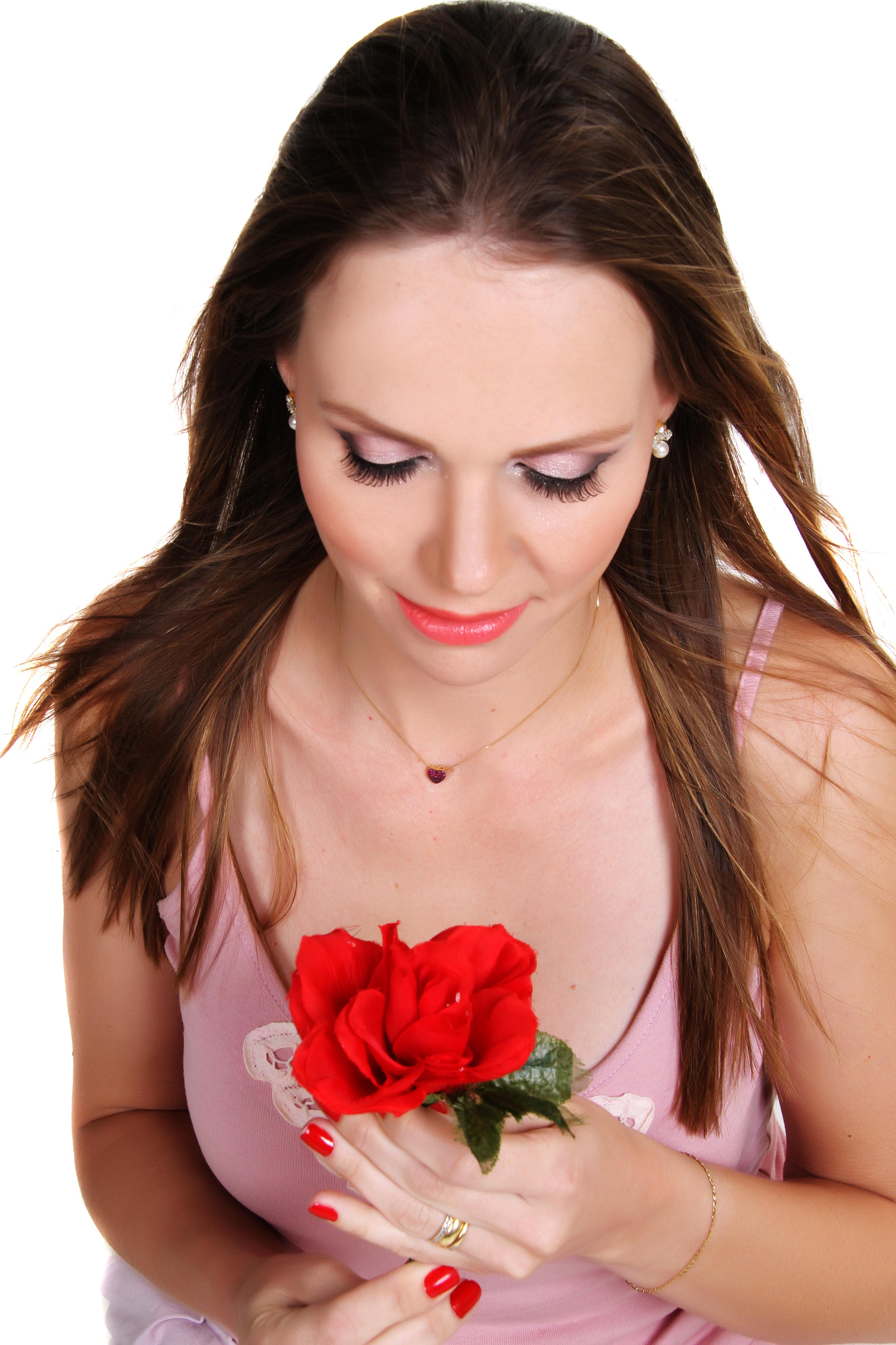 lábios brilhosos  maquiagem  auxiliar cabeleireiro(a) maquiador(a) designer de sobrancelhas