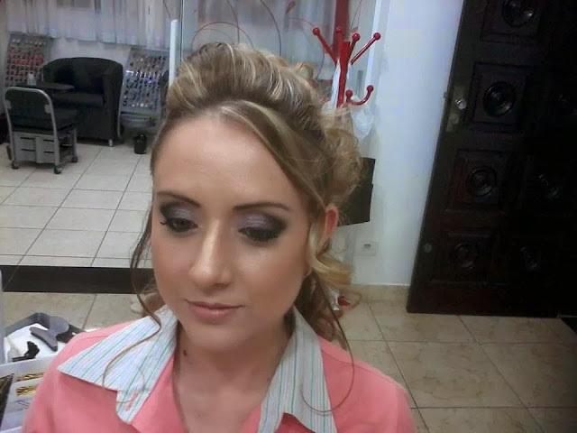 maquiagem  Make... e pentiado para madrinha auxiliar cabeleireiro(a)