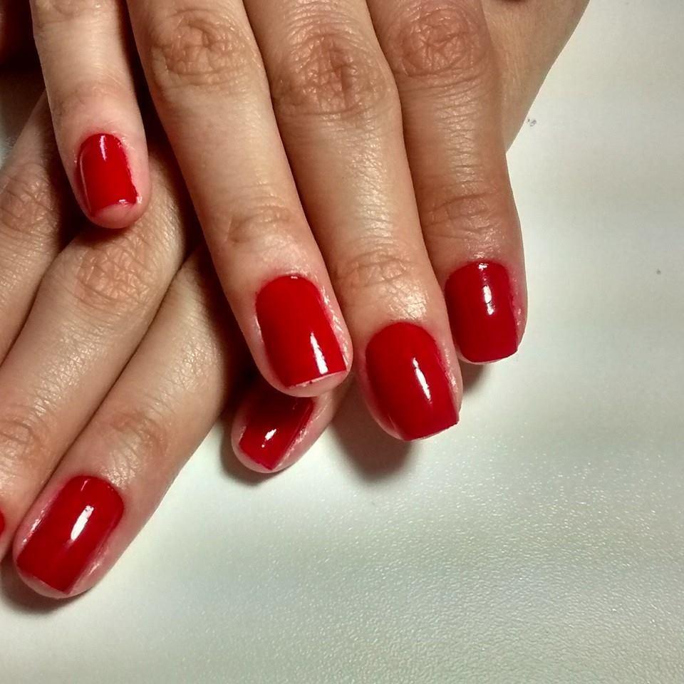 Vermelho  unhas  manicure e pedicure designer de sobrancelhas