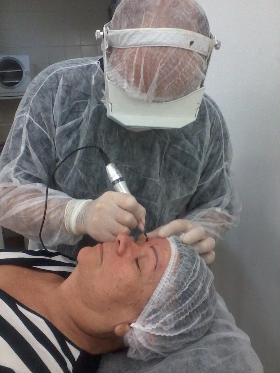 Trabalhando Micropguimentação Micropigmentação trabalhando cabeleireiro(a) barbeiro(a) maquiador(a) designer de sobrancelhas depilador(a)