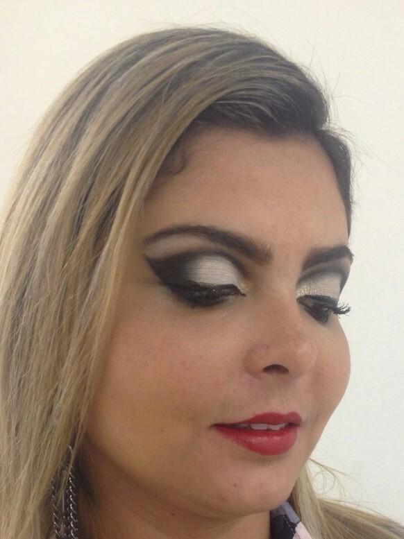 designer de sobrancelhas maquiador(a) revendedor(a) recepcionista auxiliar administrativo assistente maquiador(a)