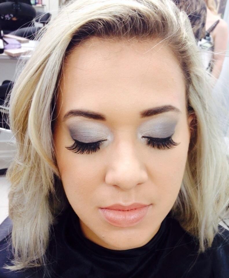 maquiagem designer de sobrancelhas maquiador(a) revendedor(a) recepcionista auxiliar administrativo assistente maquiador(a)