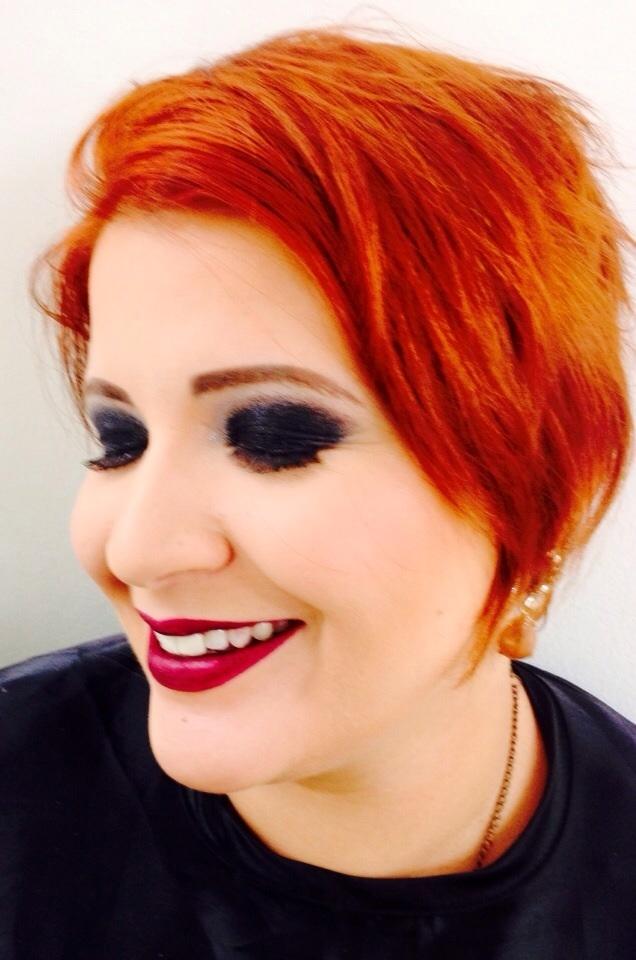 cabelo designer de sobrancelhas maquiador(a) revendedor(a) recepcionista auxiliar administrativo assistente maquiador(a)