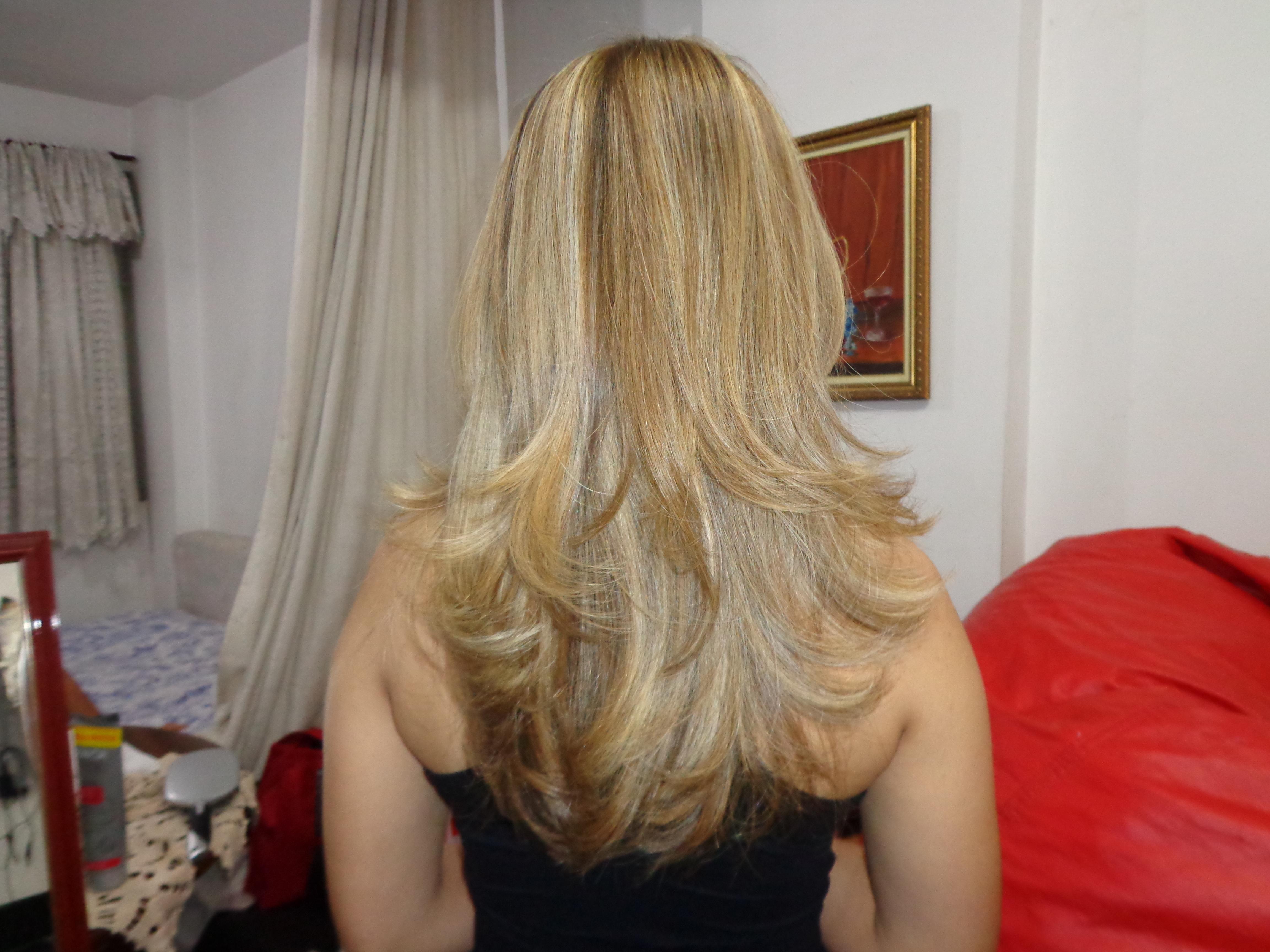 Cortou e iluminou! isso a primeira vez, a foto seguinte ela voltou depois de 5 meses para corte e mais luzes... cabeleireiro(a) barbeiro(a) maquiador(a) designer de sobrancelhas depilador(a)