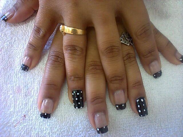 Bolinhas brancas  unhas  manicure e pedicure cabeleireiro(a)