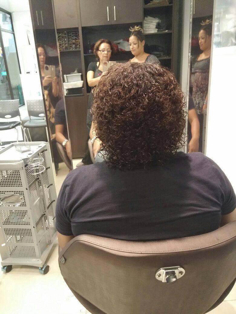 Permanente afro cabeleireiro(a) auxiliar cabeleireiro(a)