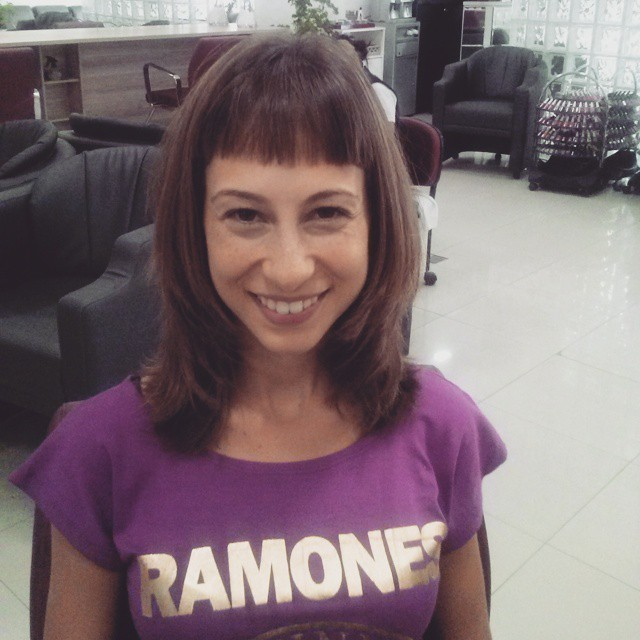 Corte cabelo cabeleireiro(a) maquiador(a) designer de sobrancelhas