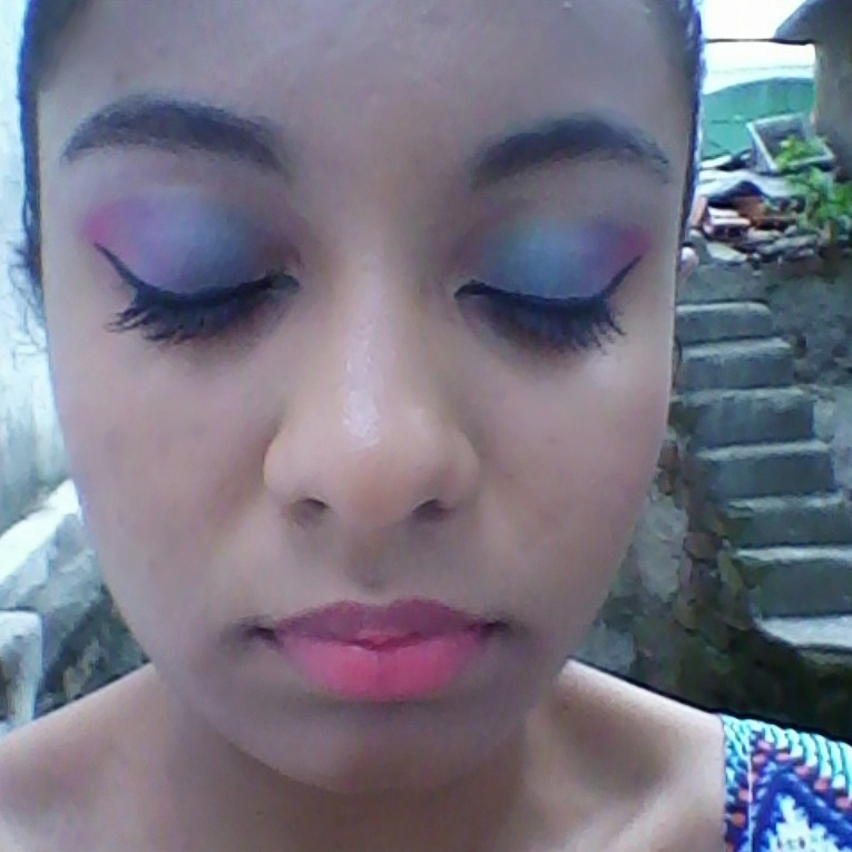 make descontraido 2 Imagem da maquiagem porém com os olhos fechados para mostrar melhor o detalhe das cores. assistente maquiador(a) maquiador(a)