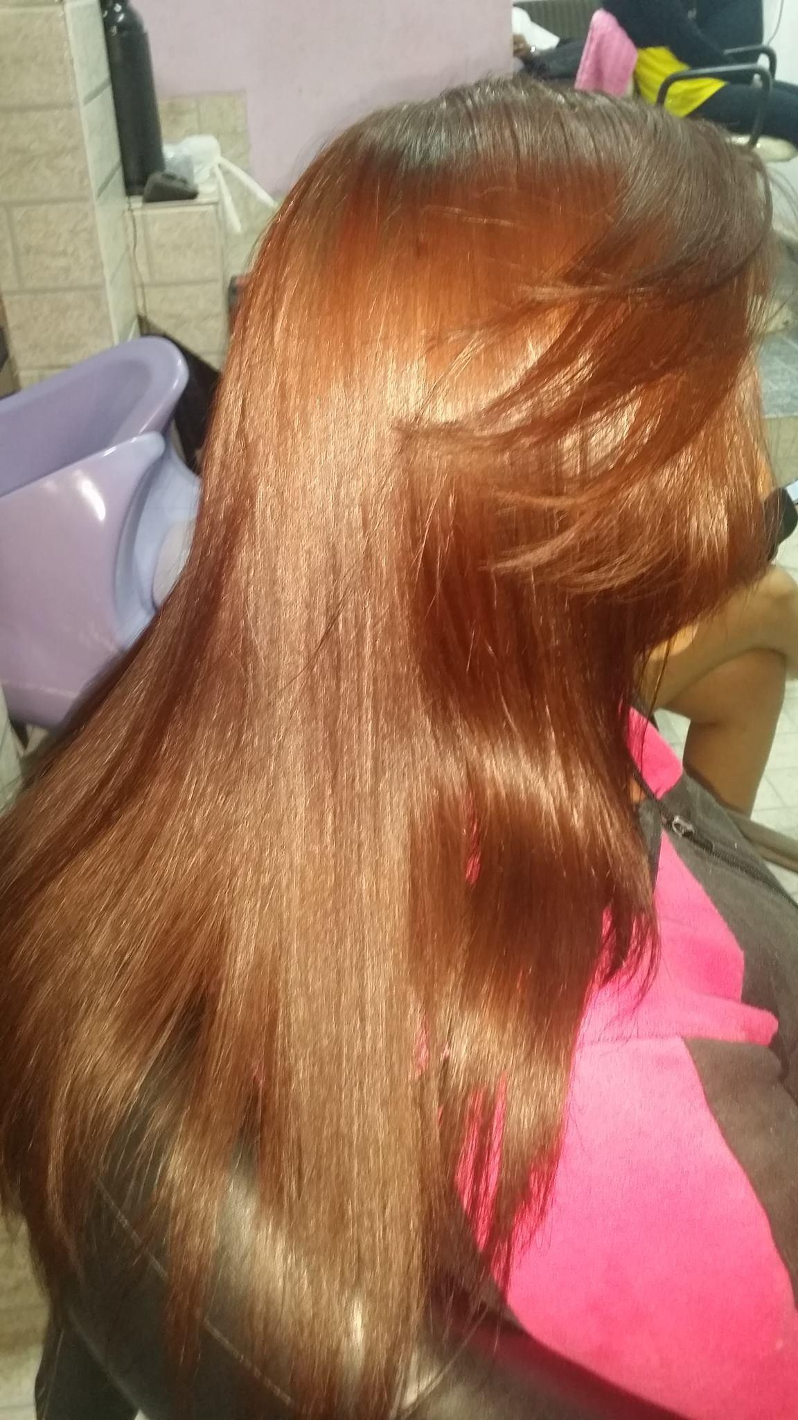 Progressiva  Cabelo foi higienizado, aplicado o Produto, pranchado, e lavado.  cabeleireiro(a)