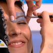 Sendo maquiada pelas mão da Top das Maquiadoras, Simone Tinelle.Job de modelo no Programa Hoje em Dia.