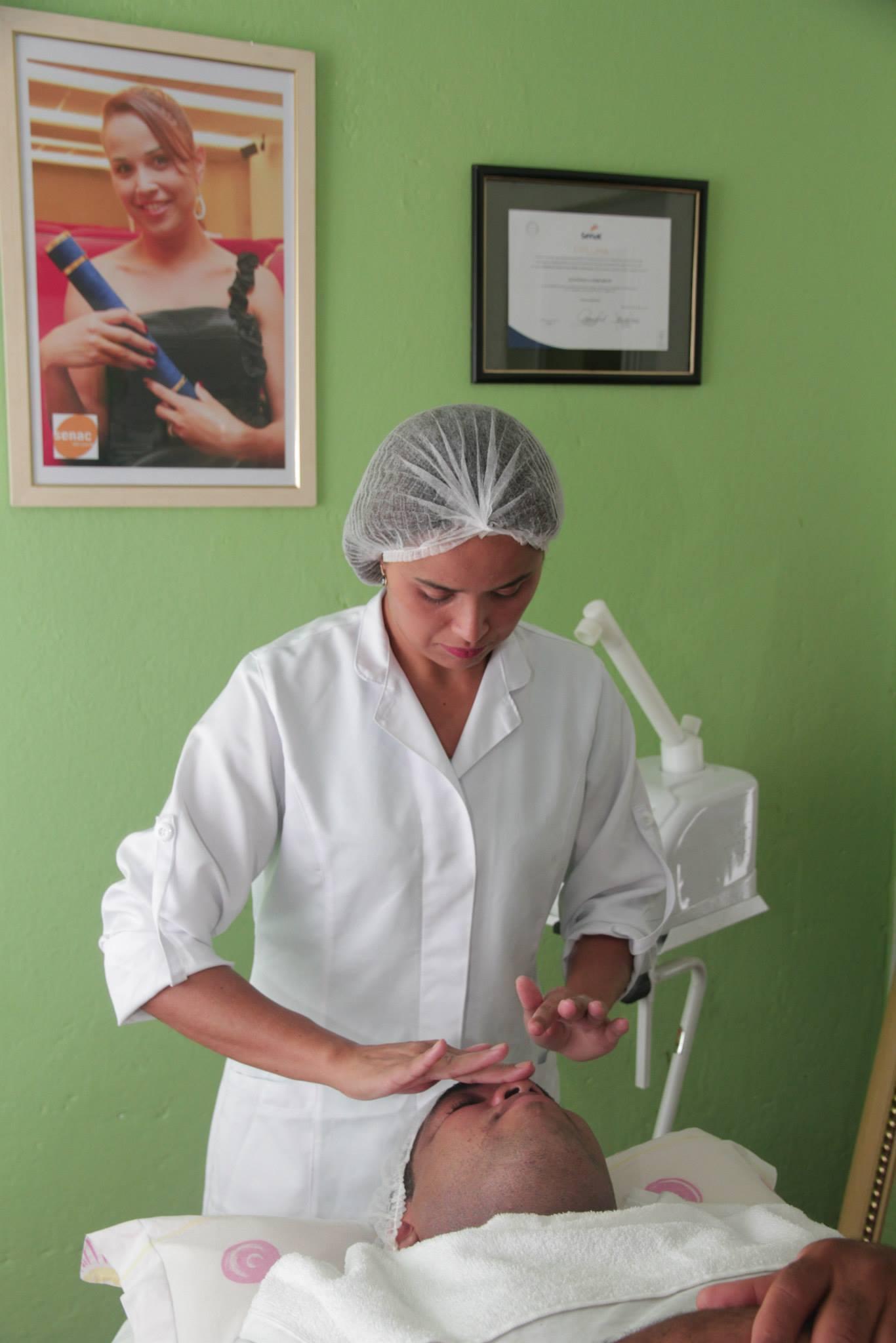 Atendimento em cabine Limpeza de pele esteticista recepcionista