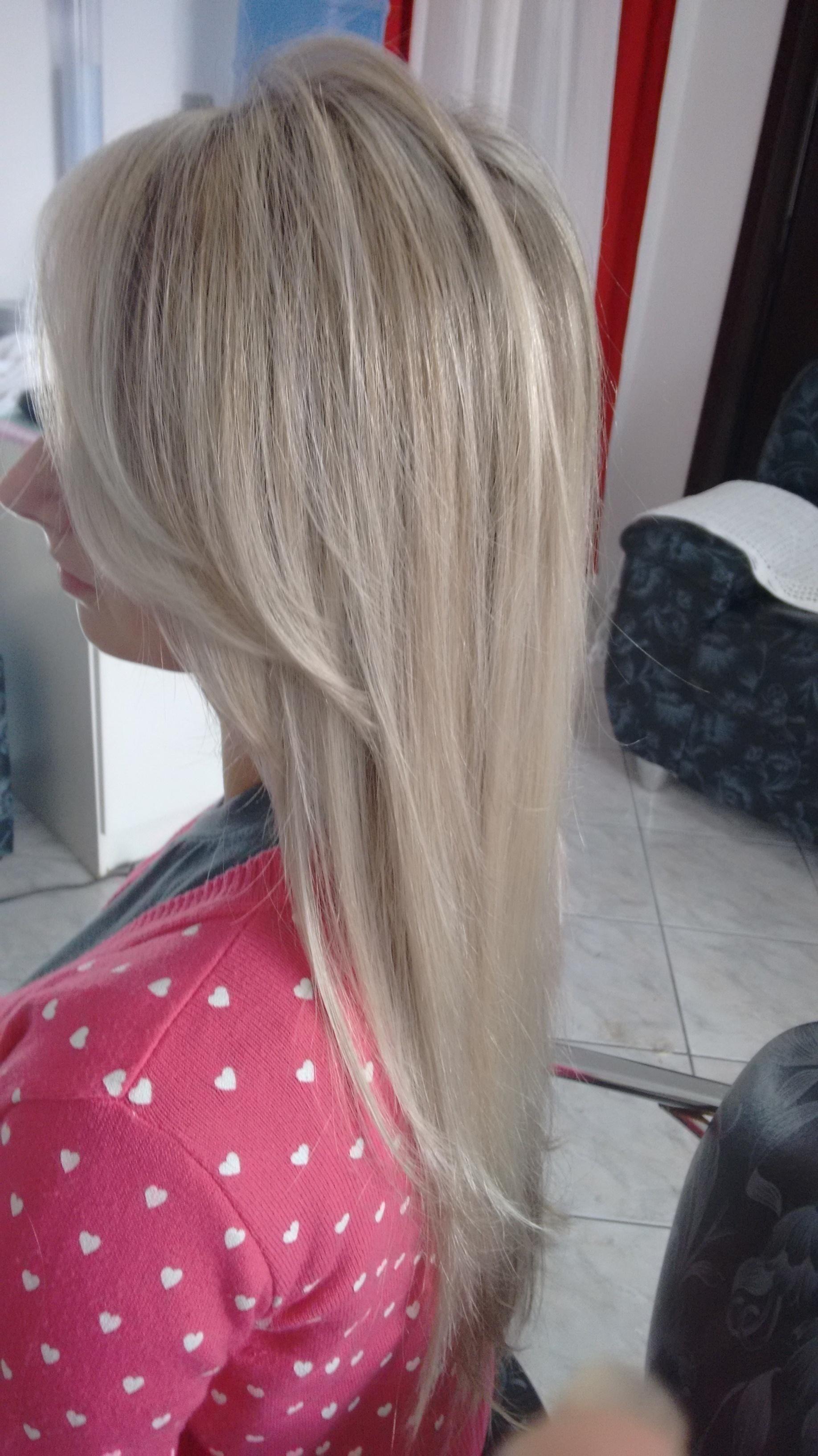 Mechas com papel alumínio cabeleireiro(a)