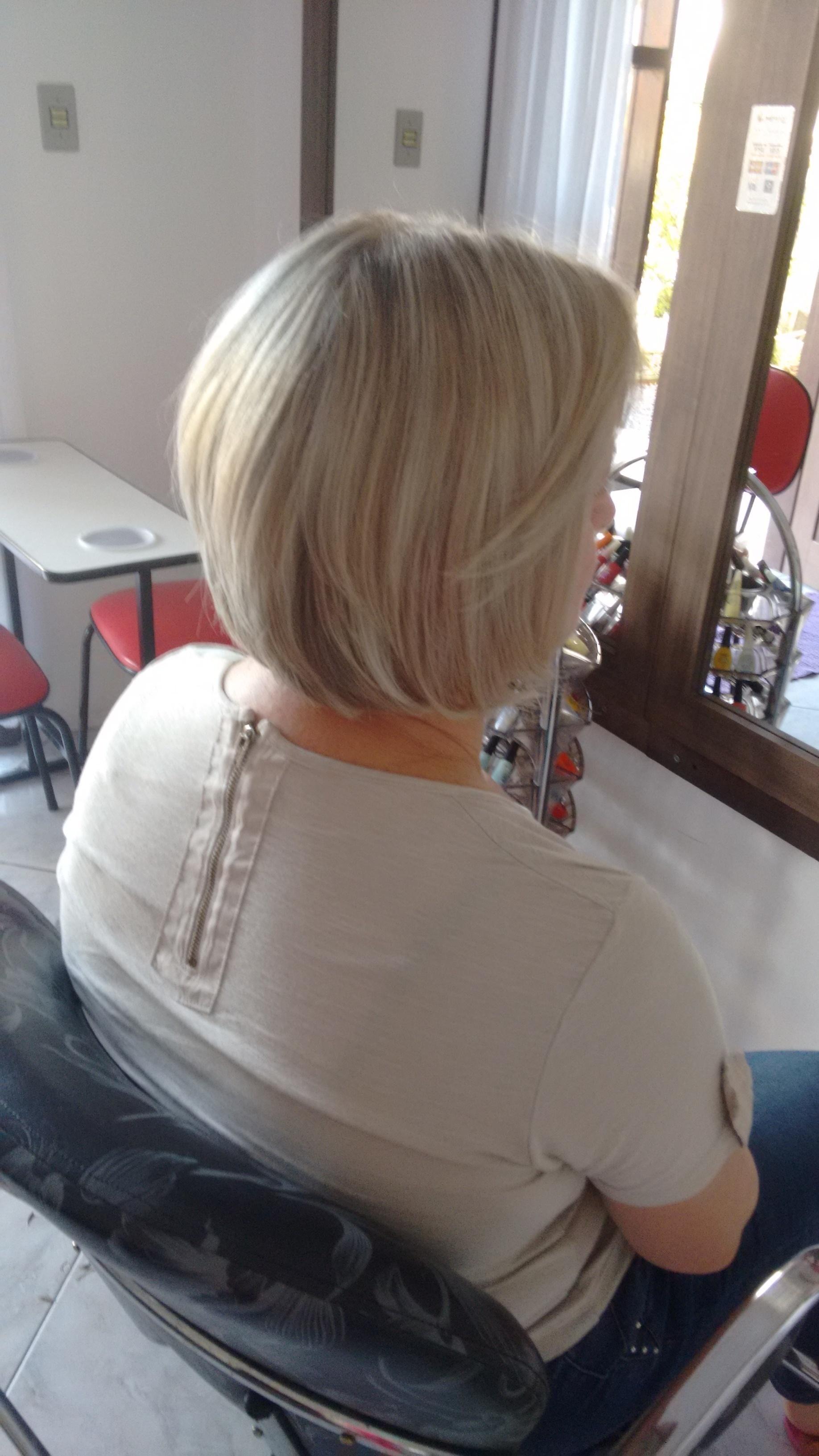 Luzes e corte cabeleireiro(a)