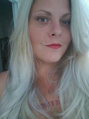 Loiro platinado cliente Fernanda cabeleireiro(a) visagista estudante