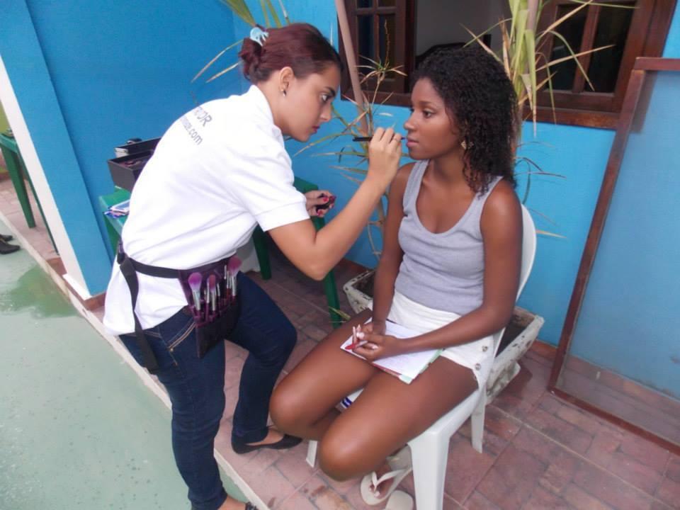 Trabalhando Maquiando no miss Maricá 2014, já pela Embelleze. maquiador(a) docente / professor(a) designer de sobrancelhas manicure e pedicure esteticista